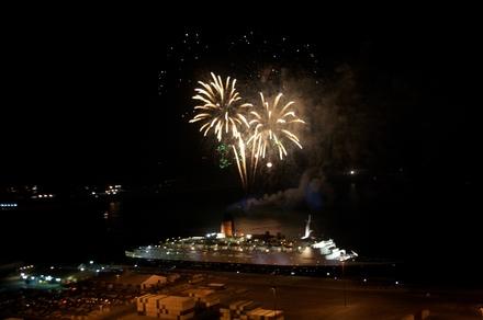 081126 QE2 Fireworks.jpg