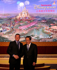 Disney-CEO-Robert-Iger-and-Shanghai-Party-Secretary-Yu-Zhengsheng.jpg