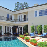 Nancy-Sinatras-former-Beverly-Hills-home.jpg