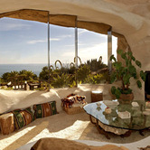 Malibu-California-Flintstones-home-interior-wpcki.jpg