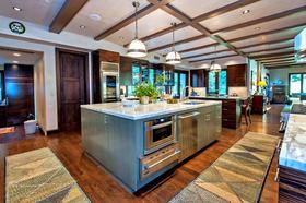 Stephen-Sommers-and-wife-Janas-Malibu-home-interior.jpg