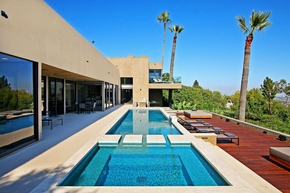 Film-producer-Brad-Zions-Hollywood-Hills-West-home-Photo-by-Jeff-Ong.jpg