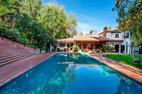 Kelly-Stones-Sherman-Oaks-home-up-for-sale-Photo-by-Jeff-Elson.jpg