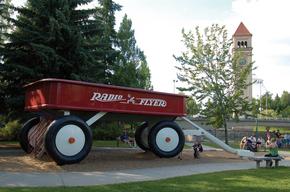 Radio_Flyer_Red_Wagon_in_Riverfront_Park_SNEtmeeh8EMMtZEBT__miHq_cmyk_l.jpg