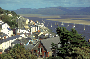 Aberdovey-is-one-of-the-prettiest-villages-in-Wales.jpg