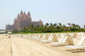 Beach-of-Atlantis-the-Palm-hotel-Dubai-UAE.jpg