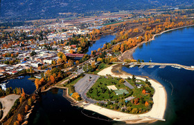Sandpoint-is-sandwiched-between-the-Selkirks-and-the-lake.jpg