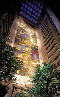 WPC News | The Island Shangri-La Hong Kong probably has the largest indoor mural in the world. (Courtesy Island Shangri-La, Hong Kong)