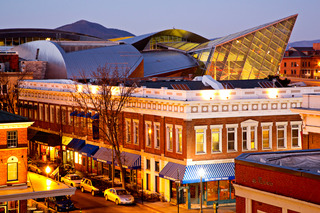 WPC News | Roanoke glows with a special warmth on Valentine's Day. (Courtesy Roanoke Valley Convention & Visitors Bureau)