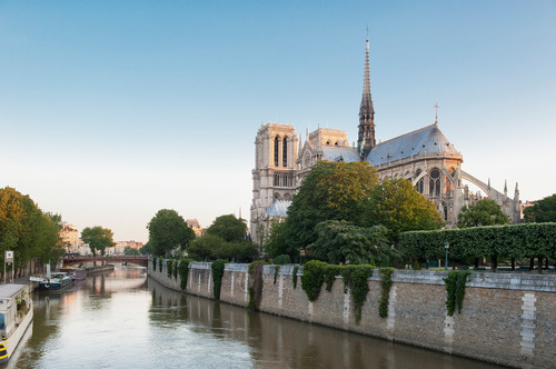 Notre-Dame-and-the-enchanting-Ile-de-la-Cite.jpg