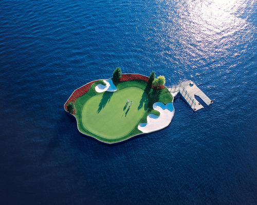 Idahos-Coeur-d-Alene-Resort-boasts-the-world's-only-floating-golf-green.jpg