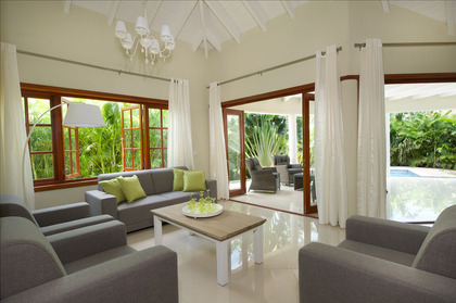 Lakefront-villas-at-Acoya-Curacao-bring-the-outside-in.jpg
