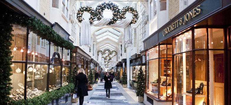 New Consumer Behaviors Drive Change in Holiday Retail Sector