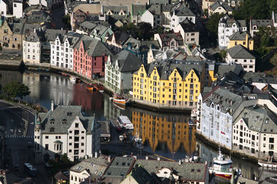 In-Alesund-colorful-old-buildings-edge-the-waterways.jpg