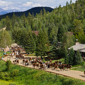 Luxury-and-views-into-forever--at-C-Lazy-U-Ranch-keyimage.jpg