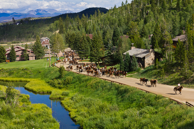 Luxury-and-views-into-forever--at-C-Lazy-U-Ranch.jpg