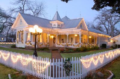 Victorian-Mansion-reflects-the-Old-World-charm-of-Fredericksburg.jpg