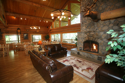 The-lodge-at-Western-Pleasure-Guest-Ranch.jpg