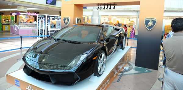 Abu Dhabi Mall Developer Gives Away New Lamborghini Gallardo to Local Shopper