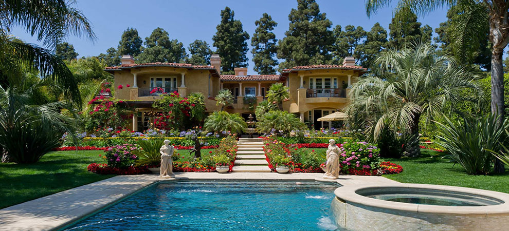 Luxury Home Sales in U.S. Decline for First Time in 2 Years